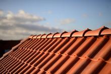Dächer Vom Dachdecker Mit Rot...