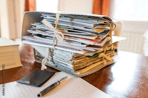 Obraz na plátně Faldoni, documenti, penna e fogli per commercialisti, revisori, avvocati, notai