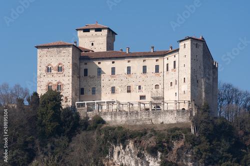 Photo la Rocca di Angera sul lago Maggiore