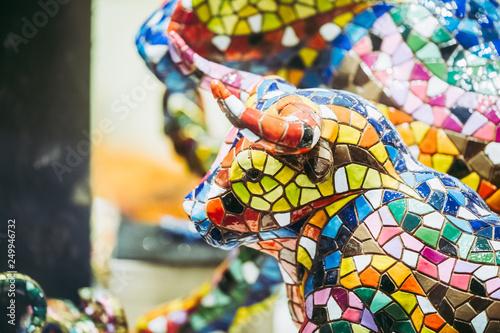 Photographie Figurine taureau aux couleurs vives