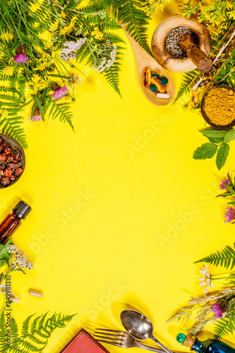 Photo  Wild and Healing herbs concept, flat lay, top view
