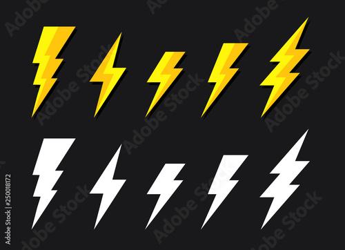 Foto Battery charger, lightning bolt or thunderbolt symbol