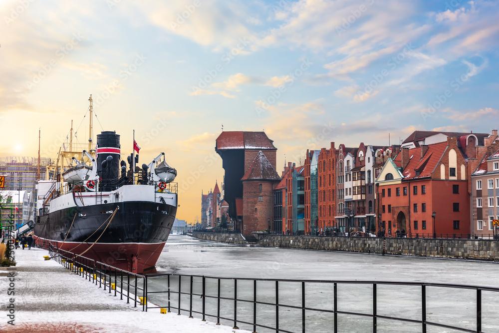 Fototapety, obrazy: Soldek ship, the Motlawa and Zuraw Port Crane in Gdansk, Poland, winter view