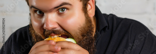 Fotomural Diet failure of fat man eating fast food