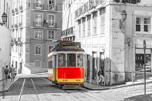 Obraz tramwaj  lisbon-portugal-red-retro-streetcar-in-the-streets-in-lisbon