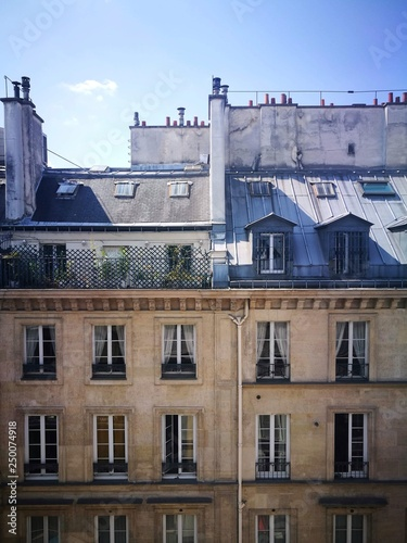 Fototapeta Rue parisienne en été