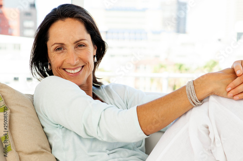 Photographie  Woman relaxing at home - beautiful middle aged brunette - portrait