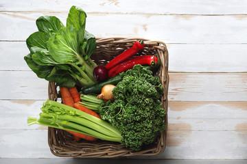 Zielone warzywa. Kosz pełen...