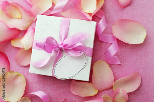 Fototapeta gift box with a note and rose flower petals obraz na płótnie