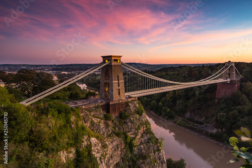Cuadros en Lienzo  View of the Clifton suspension Bridge at sunset in Bristol