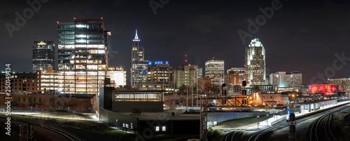 Montage in der Fensternische Grau Panorama of Raleigh skyline at night
