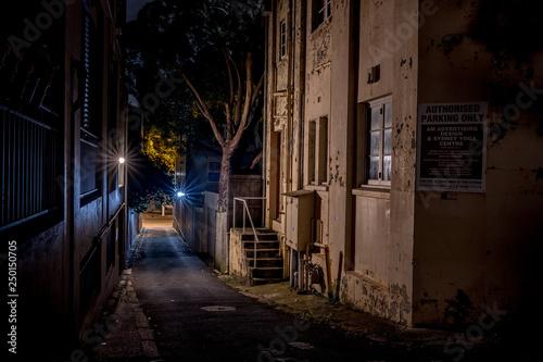 Fototapeten Schmale Gasse spooky alley in Sydney's Surry Hills