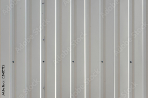 Foto  White corrugated steel deck. Abstract background