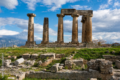 The remains of the Temple of Apollo in the archaeological site of Corinth in Pel Canvas-taulu