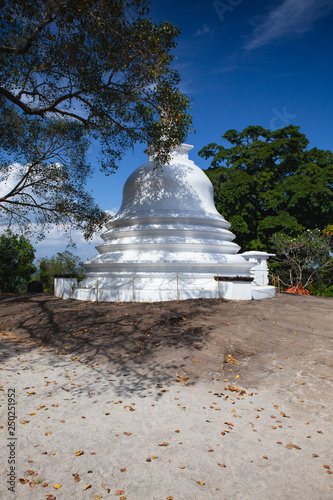 Valokuva  Lankatilaka Vihara is an ancient Buddhist temple situated in Udunuwara of Kandy,