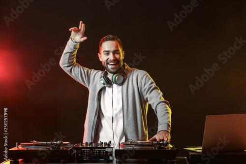 Pinturas sobre lienzo  Male DJ playing music in club
