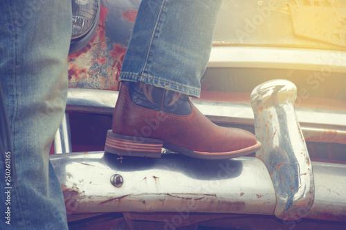 Cowboy boots and a rusty car, car, Tapéta, Fotótapéta