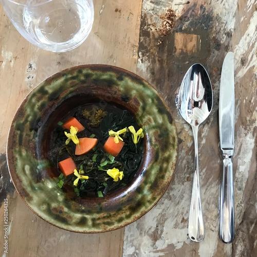 Photo  Bouillon d'herbes sauvages