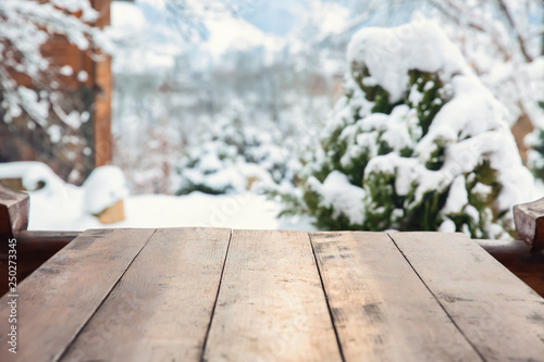 Photo Big wooden table outdoors