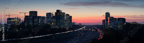 Photo  Sunset cityscape of Zuidas the business and commercial  zone of Amsterdam