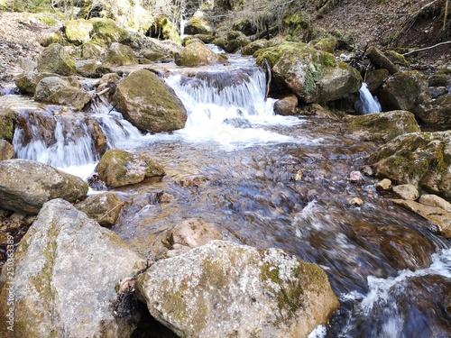 Foto op Aluminium Bos rivier glasklare Wasserfälle in den Alpen