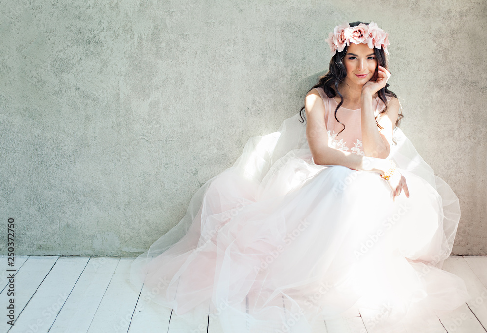 Fototapety, obrazy: Beautiful bride woman in tulle roses wedding dress, lifestyle portrait