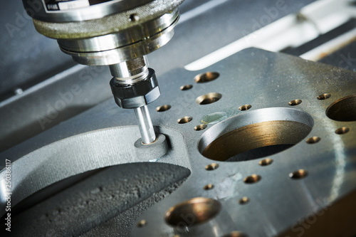 Cuadros en Lienzo  grinding or polishing metal detail on CNC machine.