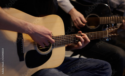 Photo  Two people duet playing a melody on acoustic six-string guitars at home in ordin