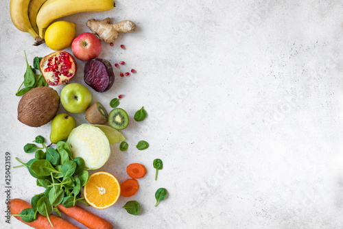 Poster de jardin Cuisine Juice and smoothie ingredients