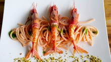 Spaghetti E Gamberone Rosso