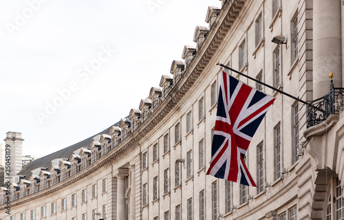 Obraz na plátně British flag on the background of the historic building of London, UK