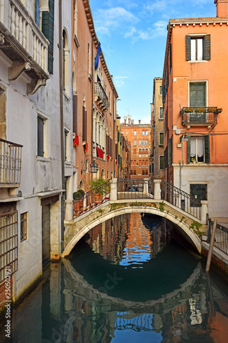 Stickers pour portes Venise romantic cityscape of old Venice with a bridge over the canal, Italy