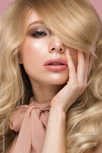 Beautiful blond girl with curls hair, looks like a doll, with glamorous make up in pink clothes Canvas-taulu