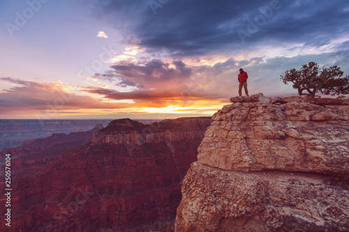 Spoed Foto op Canvas Bordeaux Hike in Grand Canyon