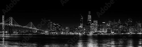 Panorama San Francisco czarno-białe w nocy