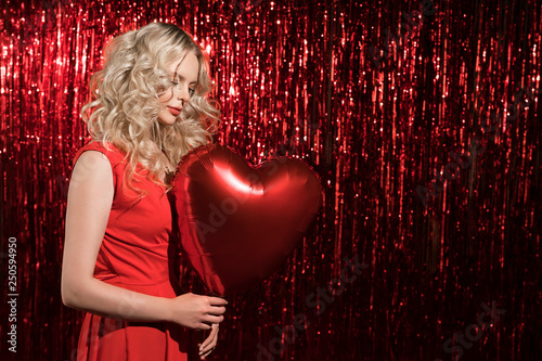 Photo  Beautiful shy girl with red balloon