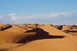 Spaziergang auf den Sanddünen in der Marrokkanischen Wüste