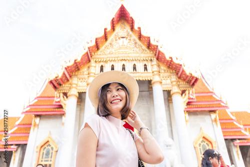 Deurstickers Bedehuis Tourist women travel in buddhist temple