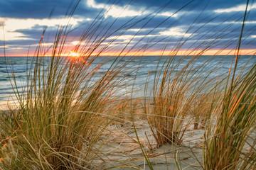 FototapetaSonnenaufgang am Sand Strand auf Rügen bei Lobbe