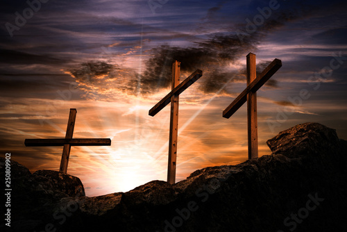 Fotografia Three crosses on a dramatic sky at sunset