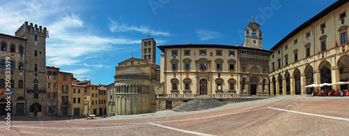 Photo Arezzo, Tuscany, Italy. Piazza Grande. Panorama.