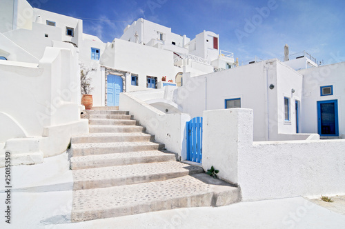 Foto auf Gartenposter Santorini Traditional white houses Aegean architecture Ia Santorini island Greece.