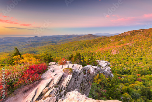Poster Rose clair / pale Blue Ridge Mountains landscape at Linn Cove Viaduct and Grandfather Mountain