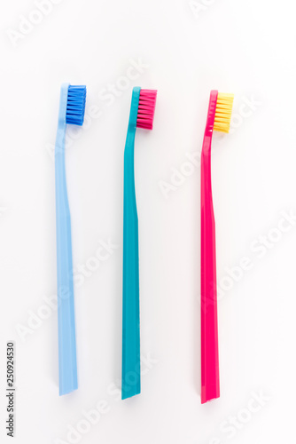 Stickers pour porte Pierre, Sable Three tooth brushes. Isolated on white background