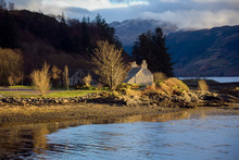 Country Cottage On The Banks Of Loch Duich - Scotland.