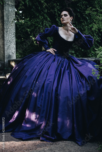 Fotografía Renaissance lady crinoline blue dress princess