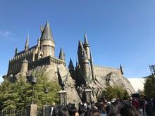 The Hogwart's Castle In Univer...
