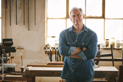 Portrait of confident senior male carpenter Fototapet