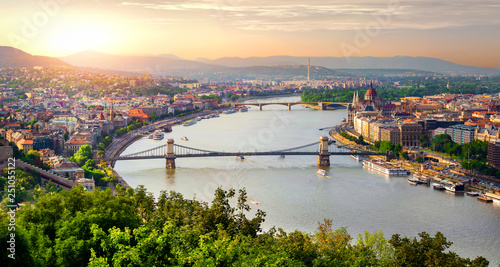 Photo sur Toile Beige Panorama of summer Budapest