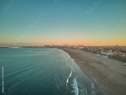 Fotografía  Aerial view of the skyline at sunset from the Malvarrosa beach in Valencia